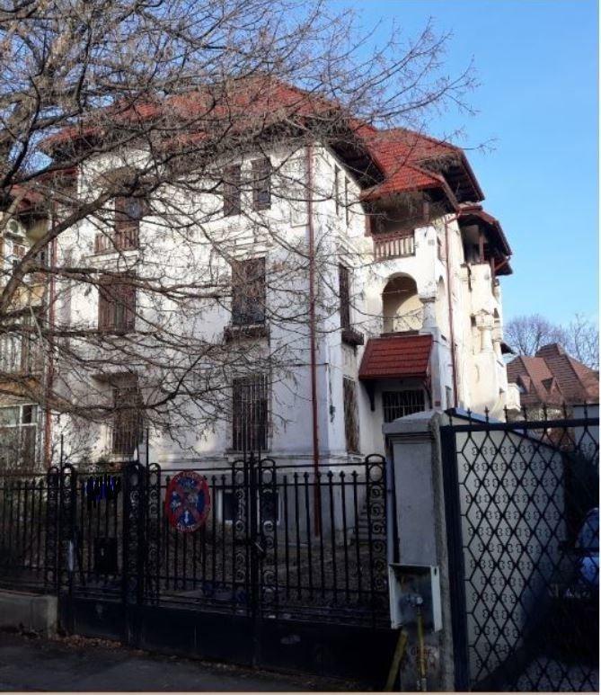 De vanzare Vilă istorica de lux cu curte, in renovare, zona Sfantul Stefan