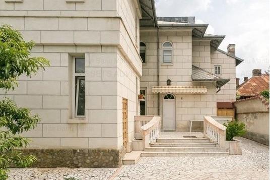 To buy 4-room apartment in interbelic villa - central area