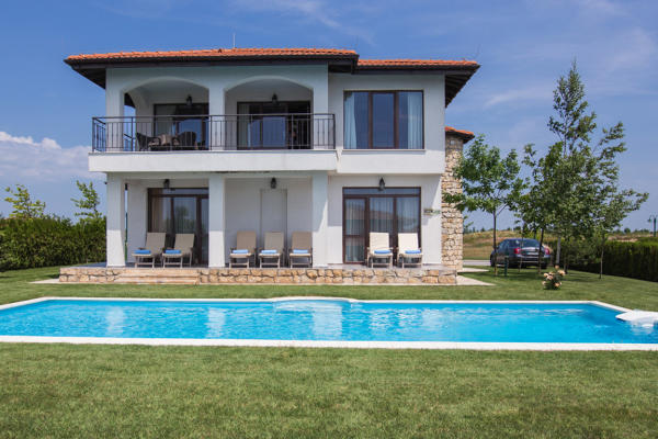 To buy Villa with at least 3 bedrooms in Pipera-Otopeni-Voluntari are