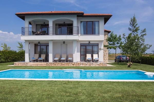 De cumpărat Vila cu minim 3 dormitoare in zona Pipera/Voluntari/Otopeni