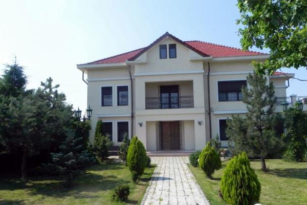To buy Villa with 4 bedrooms in Pipera or Baneasa area