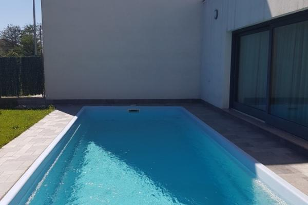 To rent Expat family from France is looking for a very bright villa with own swimming pool