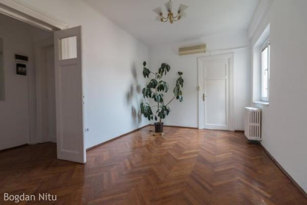 To buy looking for 2-3 bedroom apartment Pta Victoriei,  Bucharest