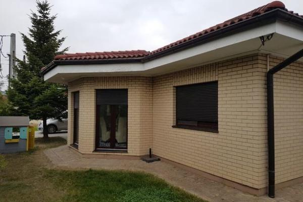 To buy Romanian family looking for a house preferably on one floor in Corbeanca