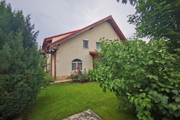To rent Romanian family looking for spacious furnished house with minimum 3 bedrooms and large minimum 500 sqm garden