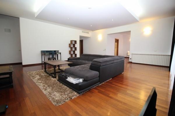 De închiriat Cuplu de diplomati, din Asia de Sud,  cauta un apartament complet mobilat cu min 2 dormitoare