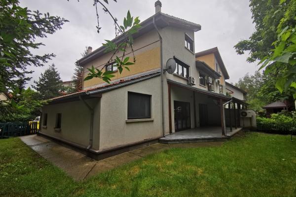 De cumpărat Familie de români caută să cumpere o casă în zona Pipera Iancu Nicolae