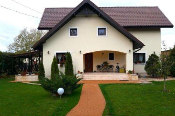 To buy Family of romanian entrepreneurs is looking for a villa with a garden, in Pipera or Corbeanca area.